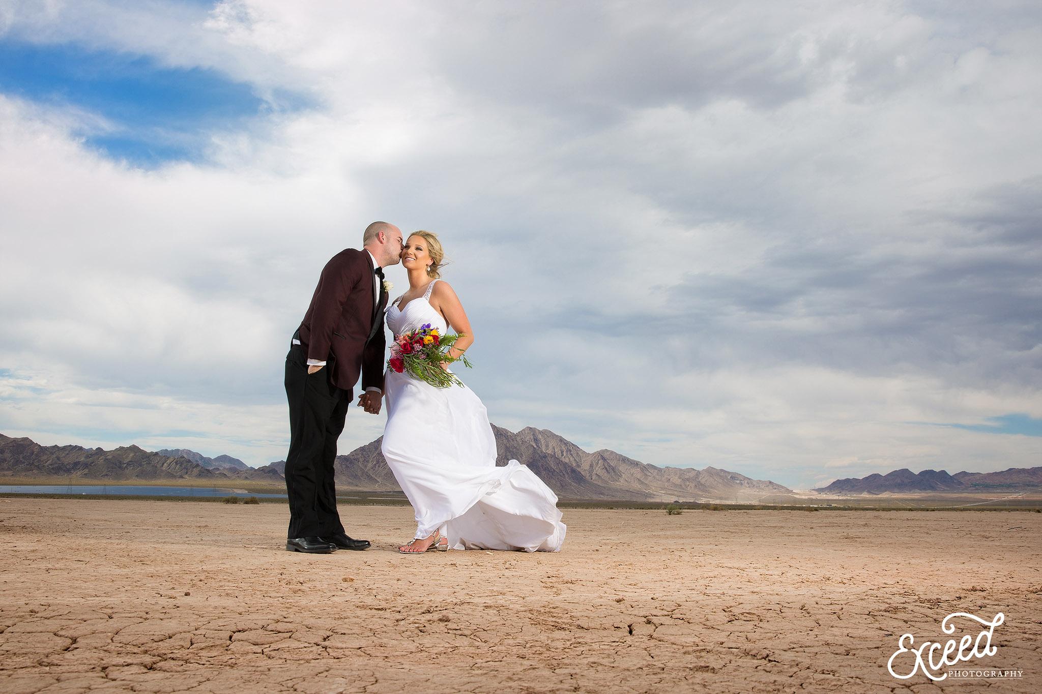 Las vegas desert elopement photos megan justin for Wedding photography las vegas